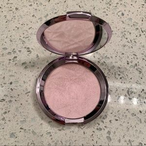 Becca highlighter Prismatic amethyst